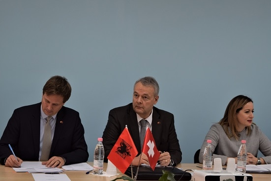 Swiss Ambassador in Albania Adrian Maître (centre) and Albania's Deputy Prime Minister Senida Mesi (right) at the 2nd Advisory Board meeting of RisiAlbania. ©