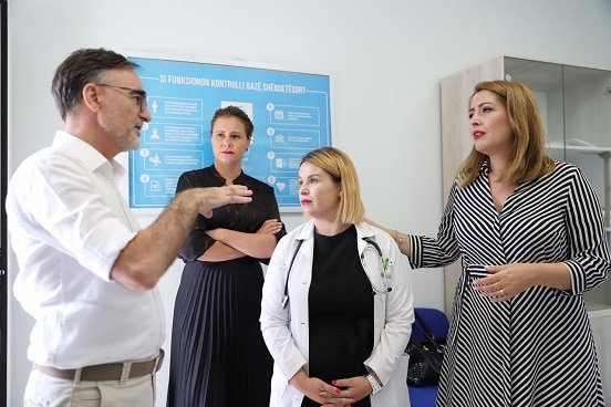 Director of 'Health for All' project Besim Nuri discussing with Albania's Minister of Health Ogerta Manastirliu at the health centre in Sauk, Tirana. ©
