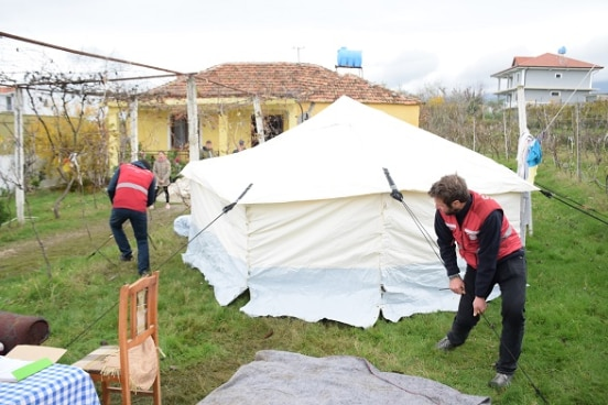 Swiss humanitarian aid team delivers tents and supplies to the Operational Centre in Lac, Albania, as part of the support mission in the aftermath of the earthquake of 26 November. ©