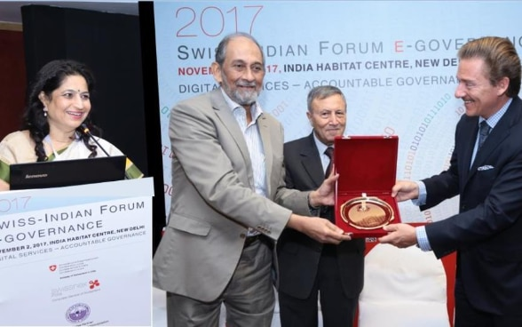 Dr. T. Chatterjee, Director, IIPA, felicitating Swiss Ambassador Dr. Andreas Baum in the inaugural session of Swiss-Indian forum on e-governance