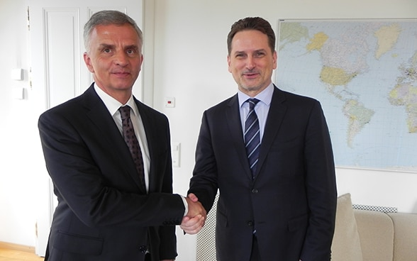 Didier Burkhalter, head of the FDFA, talks with UNRWA Commissioner-General Pierre Krähenbühl – situation in the Middle East on the agenda.