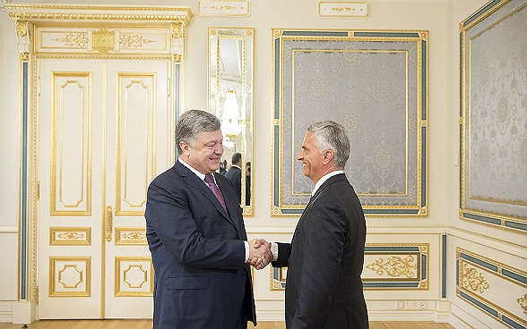 FDFA Head Didier Burkhalter meets the Ukrainian President Petro Poroshenko for bilateral talks.