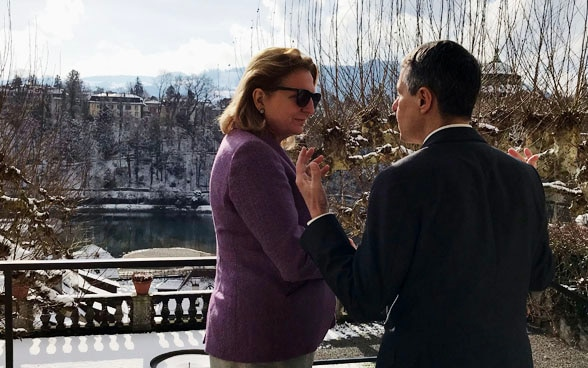 Federal Councillor Ignazio Cassis during his meeting with Austrian Foreign Minister Karin Kneissl in Bern. In the background you can see the Aare and the old town of Bern.