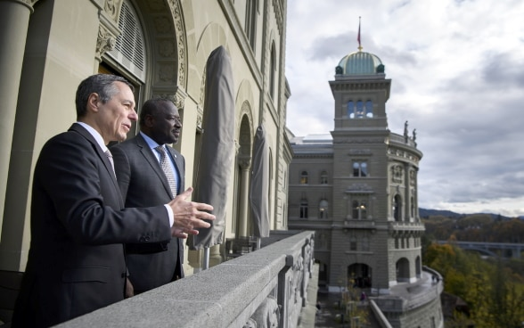 Federal Councillor Ignazio Cassis and CTBTO Executive Secretary Lassina Zerbo talk about nuclear weapons on a balcony of the Federal Palace.