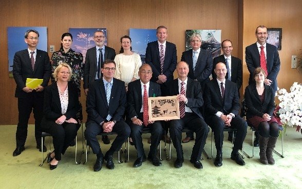 "Group picture after discussing ""aging societies"" including Governor Shogo Arai of Nara Prefecture (1st row/3rd from left) ©Embassy of Switzerland in Japan"