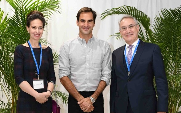 Roger Federer with Dr. Yulia Gusynina Paroz and Ambassador Jean-François Paroz ©Embassy of Switzerland in Japan