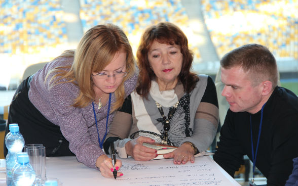 Three specialists from a regional office supporting the decentralisation reform in Ukraine taking part in a training course in Kyiv in November 2015.
